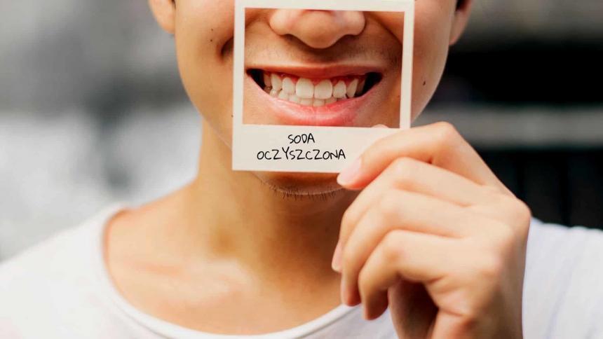 Domowe sposoby na wybielanie zębów – plusy i minusy