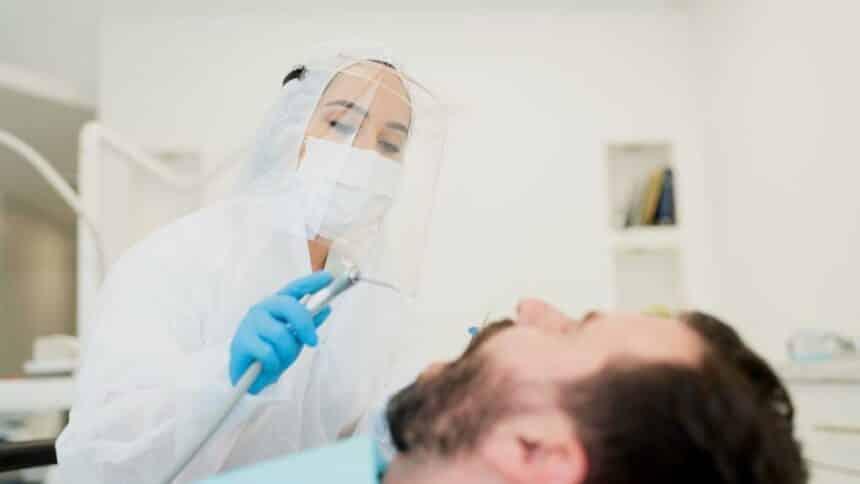 Zadbaj o zęby w czasie lockdown – tak, to możliwe!